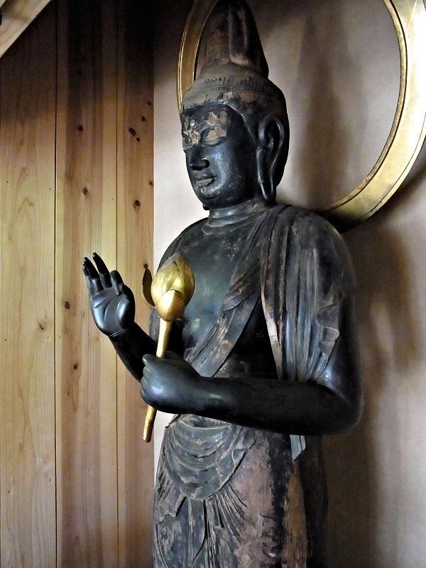 宝光寺観音堂に祀られる観音像(平安・無指定)