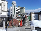 福島交通飯坂温泉駅 芭蕉像の左