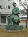 JR倉敷駅 北口東側ロータリー内部のアンデルセン像