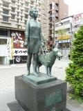 JR新橋駅 乙女と盲導犬の像
