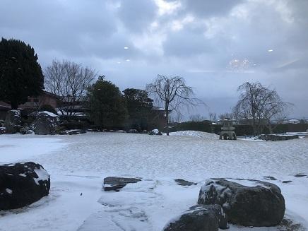 2122018 阿蘇プラザ庭の雪S1