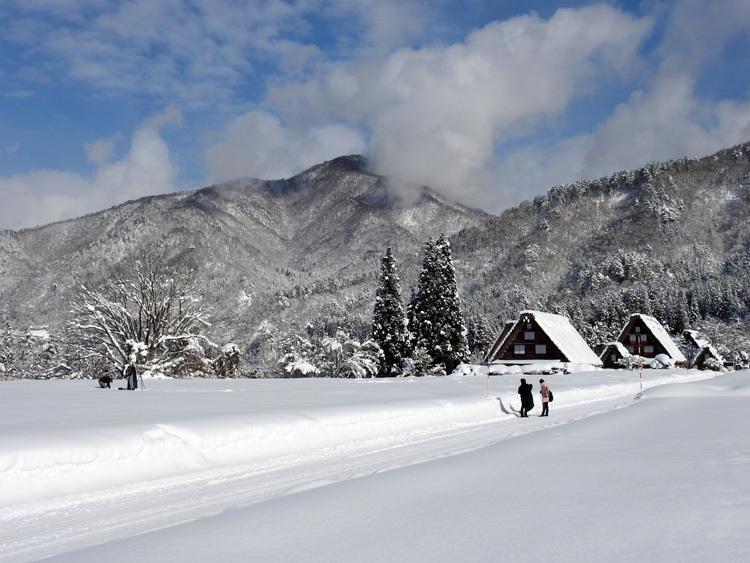 白川郷 澄んだ空気と雪景色が美しい2