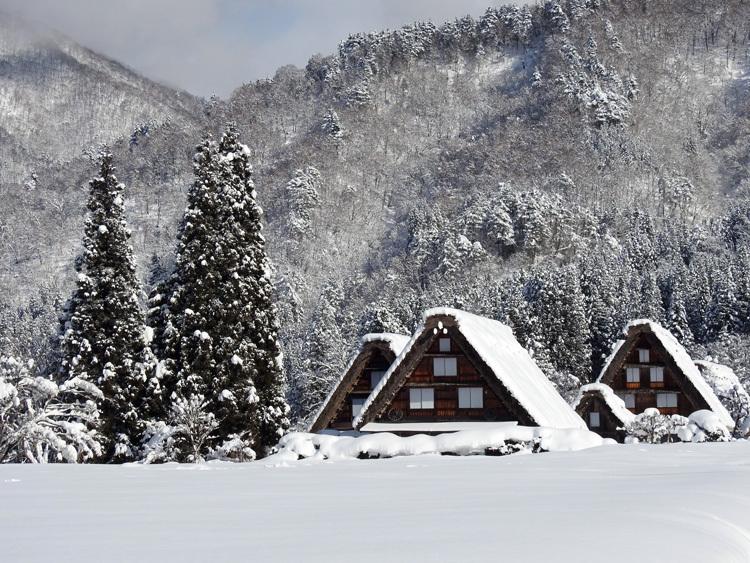 白川郷 澄んだ空気と雪景色が美しい3