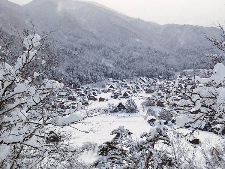 白川郷 澄んだ空気と雪景色が美しい5