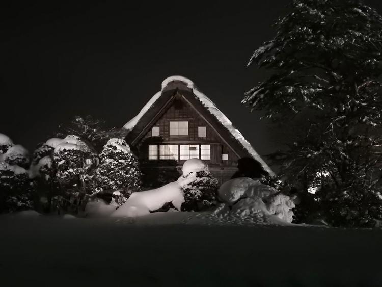 白川郷では雪降る中での第3回白川郷ライトアップ2