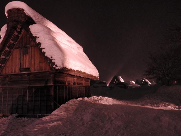 白川郷では雪降る中での第3回白川郷ライトアップ4
