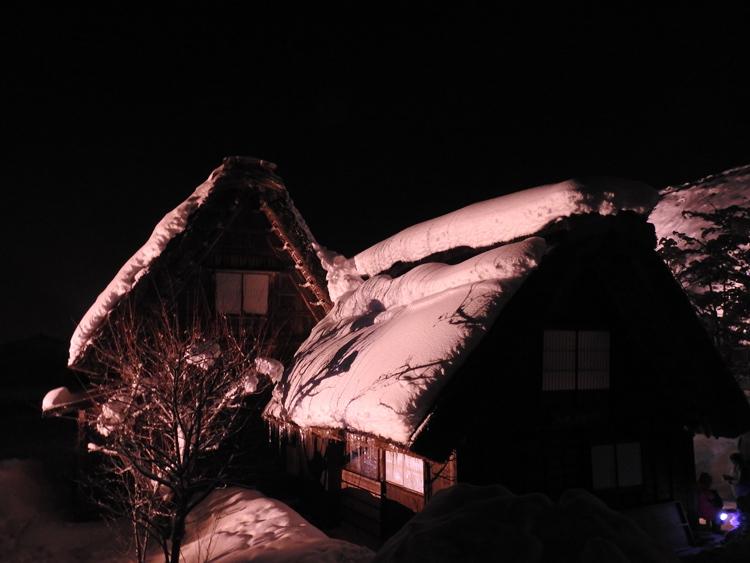 白川郷では雪降る中での第3回白川郷ライトアップ7