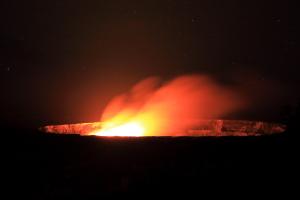 夜のハレマウマウ火口