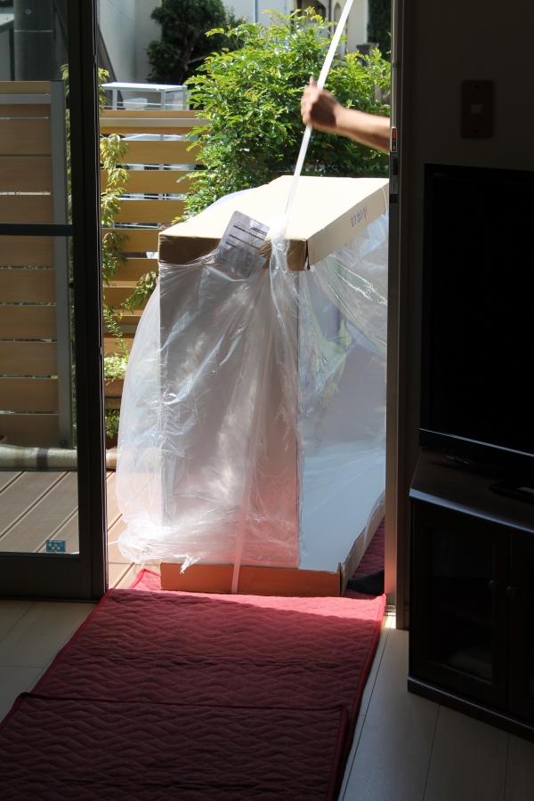 006_古賀家具搬入_掃き出し窓から_IMG_3937