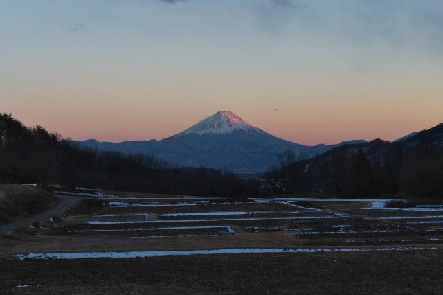 富士山が赤く染まっています。-01