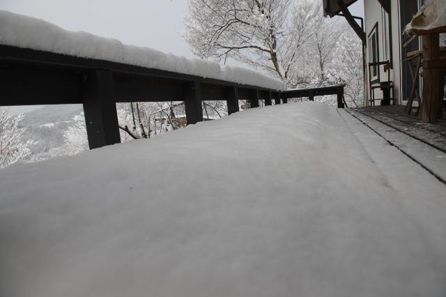 雪の秘密基地-03