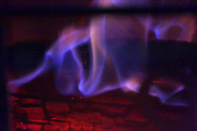 温かなぬくもり・・・薪ストーブの火