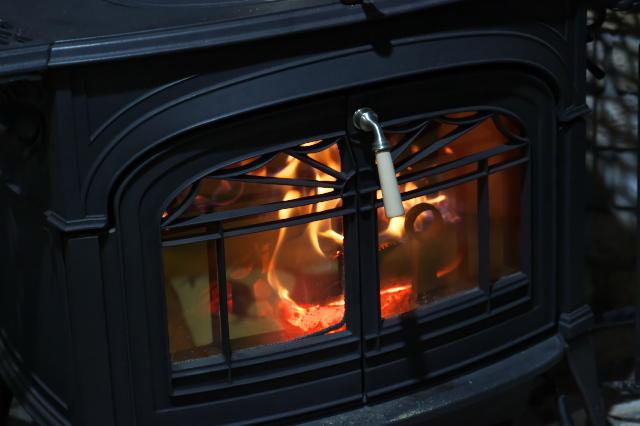 温かなぬくもり・・・薪ストーブの火-01
