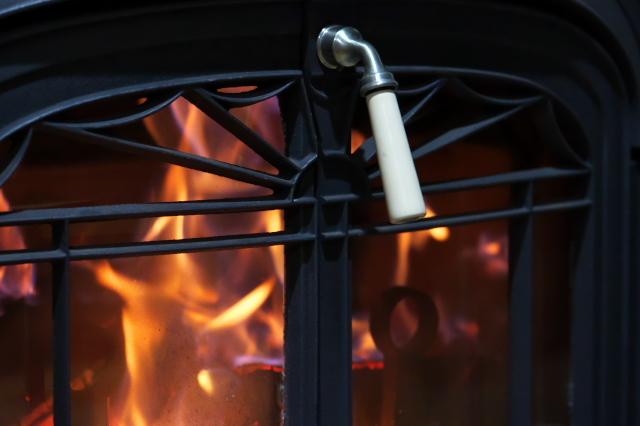 温かなぬくもり・・・薪ストーブの火-02