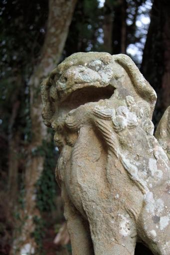 宇留布神社の狛犬