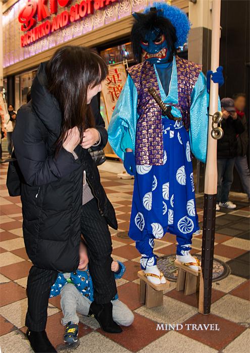 お初天神商店街-練り歩く鬼3