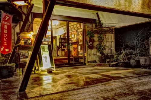 夜の湖水亭