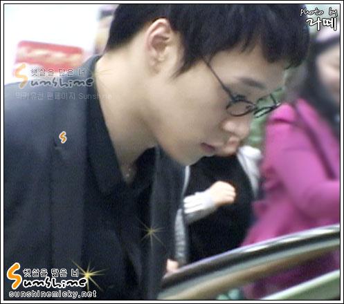 070228_tvxq_airport_yuchun_06.jpg