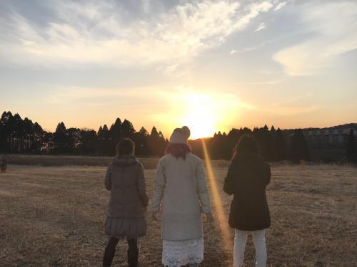 夕陽に女神たち