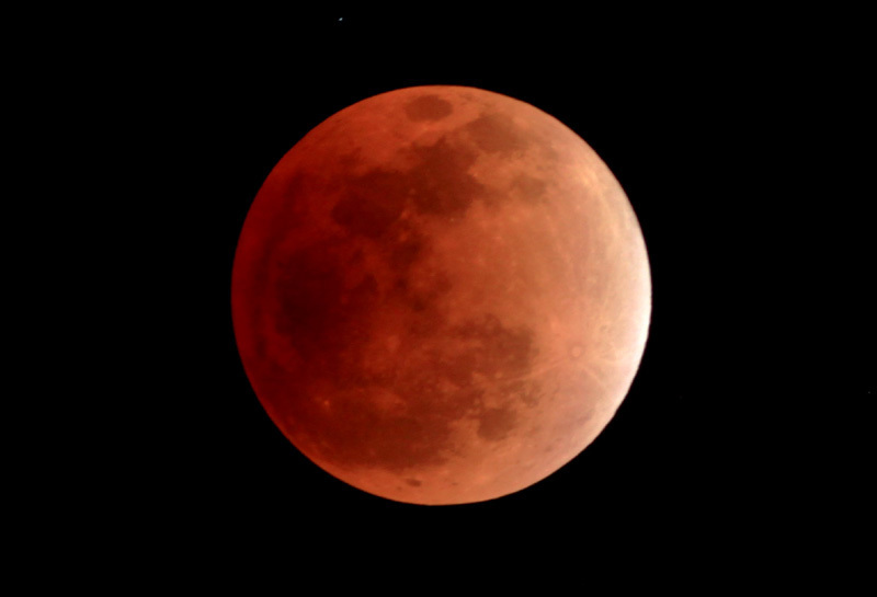 皆既食中の月 赤銅色0001