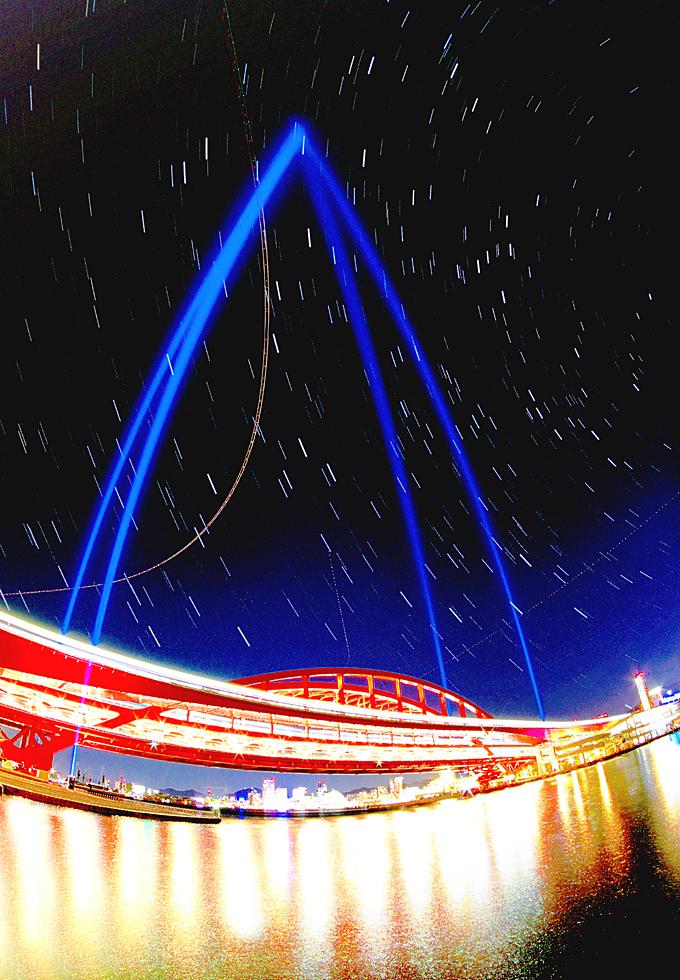 神戸大橋と星空(サーチライト)001