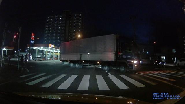 大型トラック悪質な信号無視-2