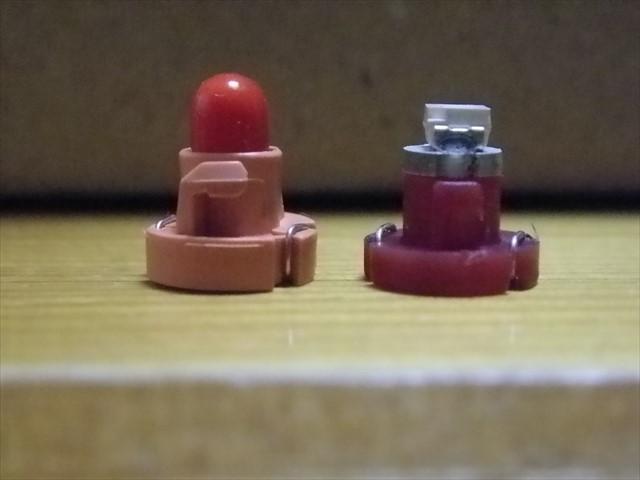 標準の電球とLED-1