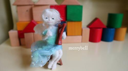 羊毛フェルトのハープの天使