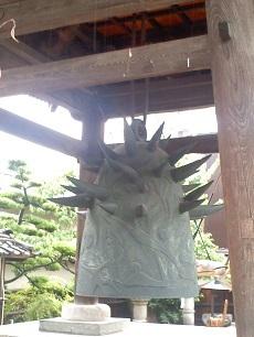 岡本太郎の鐘1