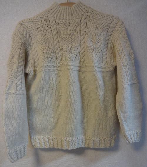 セーターやっこちゃんに着てもらう