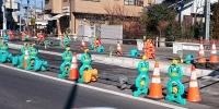カワイイアヒルの並んだ道路工事現場