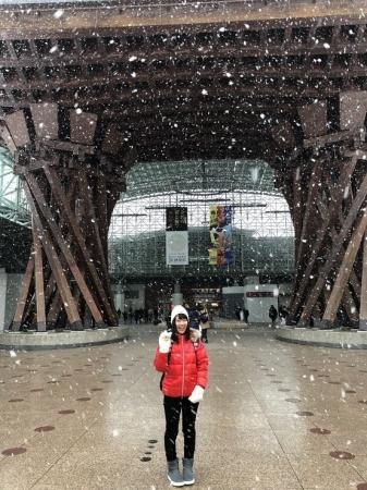 金沢駅前ぼたん雪