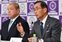 高野利雄日本相撲協会理事長(右)