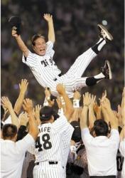 2003年優勝胴上げ