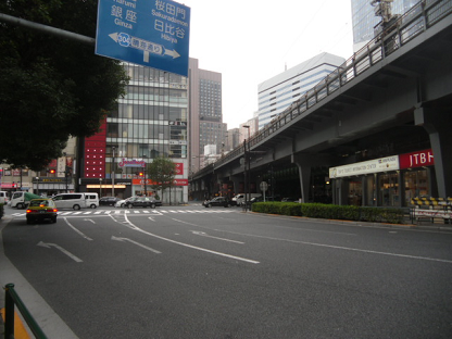 2 JR有楽町駅を出たところ