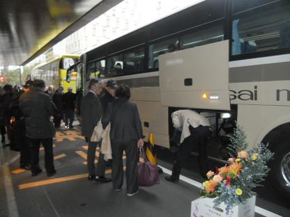 1 パーティも終わり、学園に向けてバスで移動