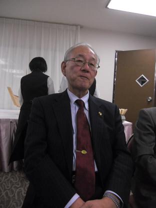 9 中堅企業の顧問の鈴木氏
