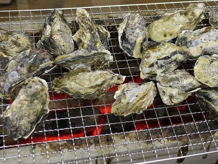 牡蠣焼きのお店に 西白方 30 1 2