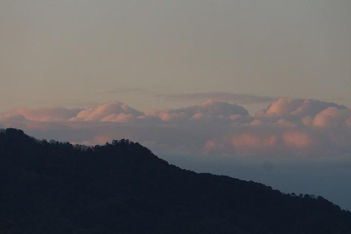 ヒジキ採りをした日の山と雲 30 1 4
