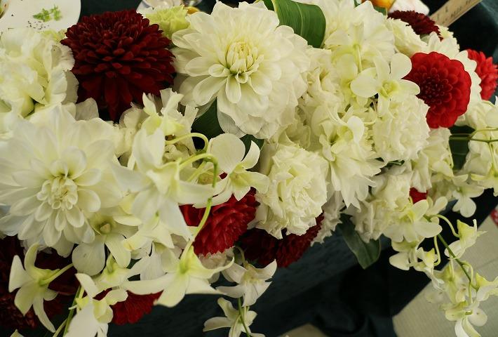 テーブルに豪華な花 30 2 4