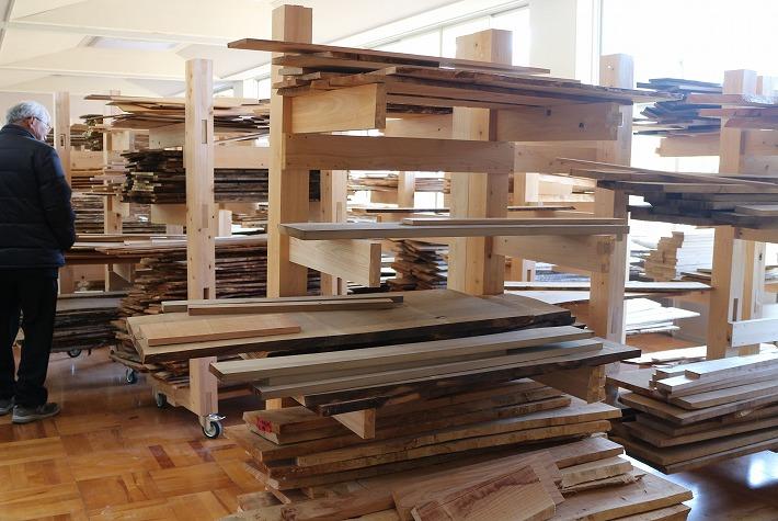 オープンスペースには材木が一杯 30 2 14