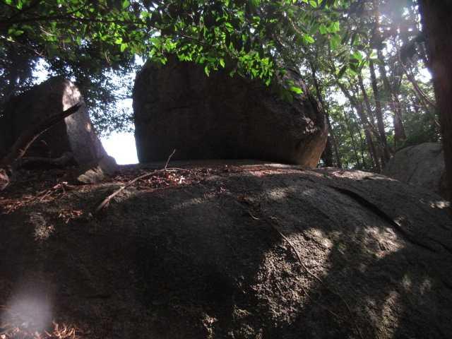 IMG3548JPG山頂北の大岩