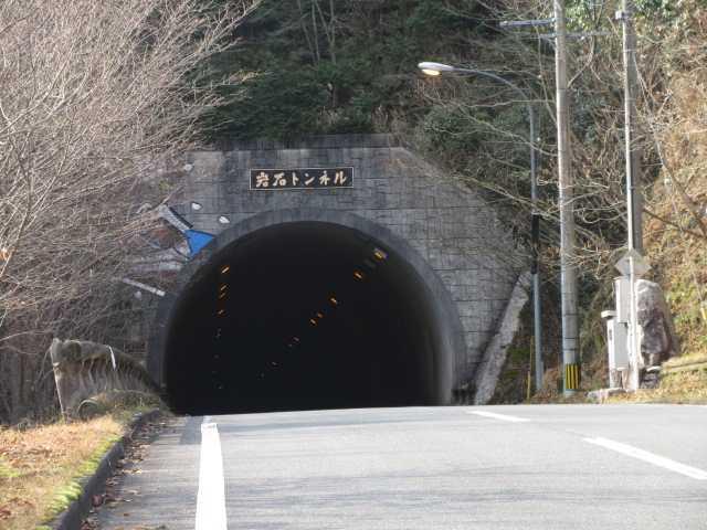 IMG3564JPG岩石トンネル