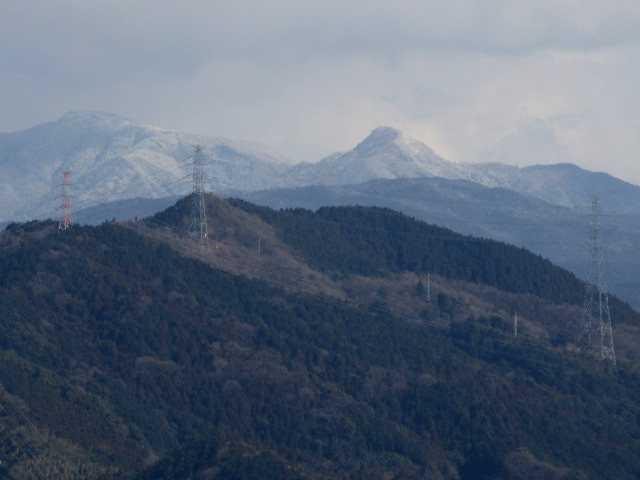 IMG3794JPG岩屋山より白い古処山系