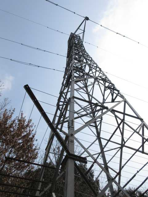 IMG4746JPG鉄塔の点検路を下る