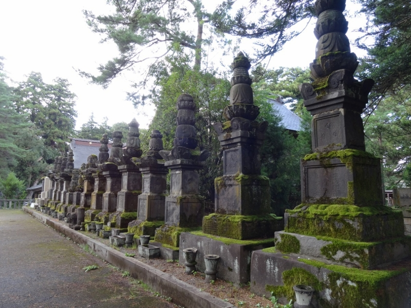 10墓碑 (1200x900)