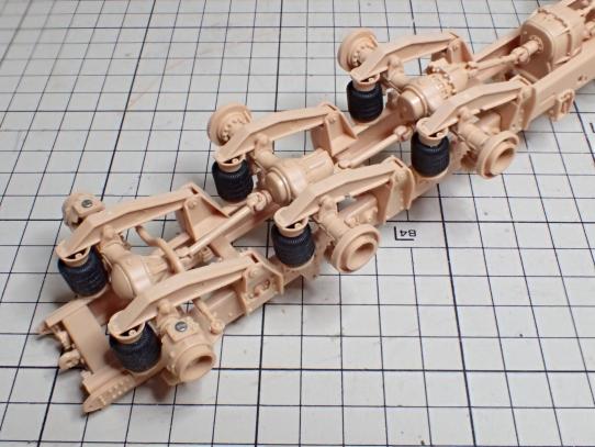 M1070&M1000重装備運搬車 サスペンション