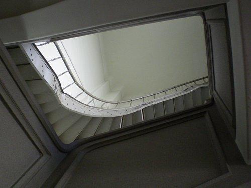 指路教会・階段