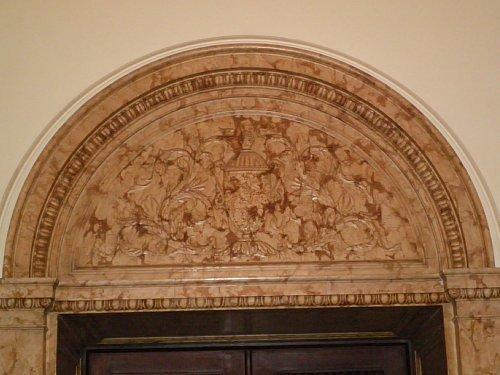 秘書官室・ドア上装飾