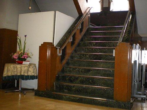 岩手県公会堂・1F階段
